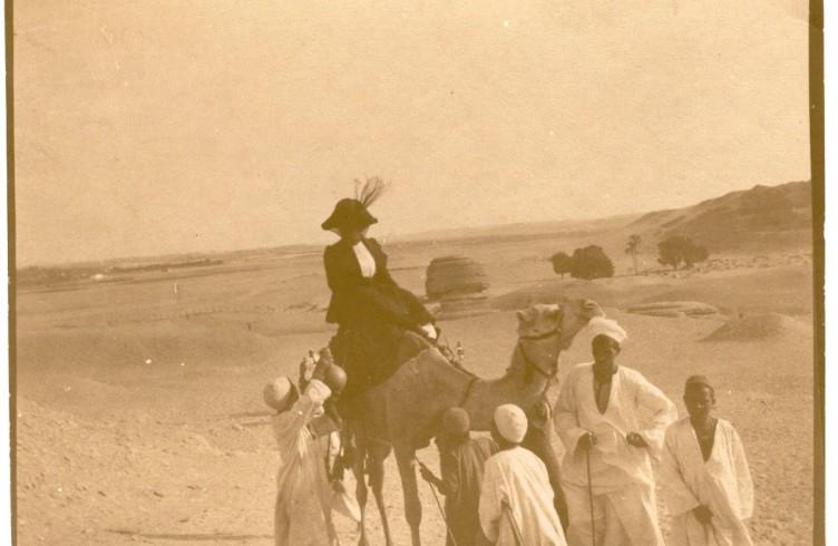 Egitto escursione nel Deserto(la signora sul cammello è un passeggero del Derflinger)