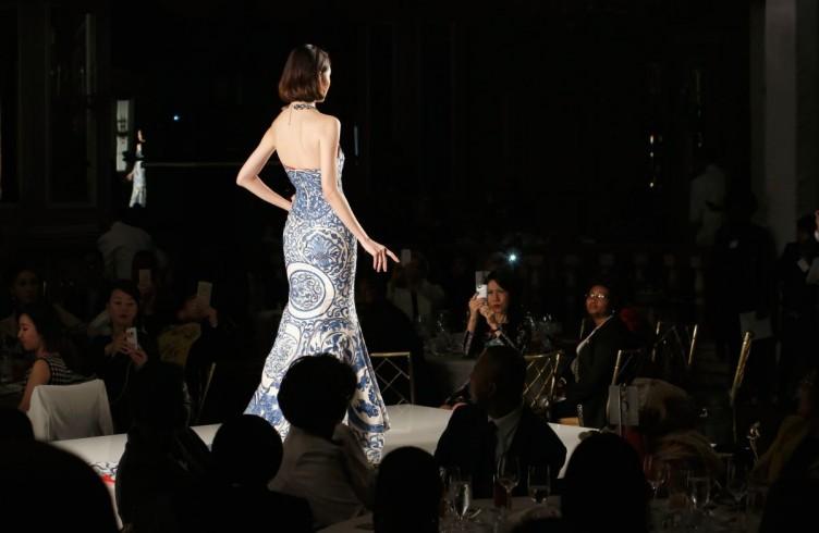 Fashion e charity. Così gira la moda per le First Ladies 17