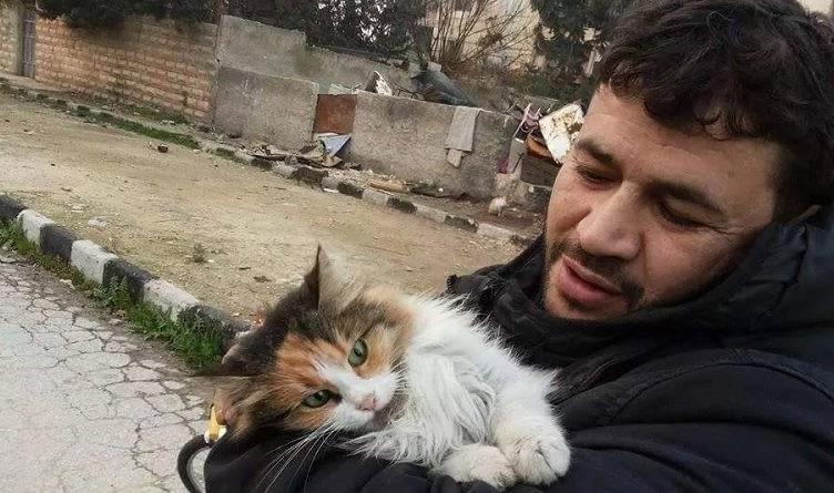 Alaa con uno degli ospiti
