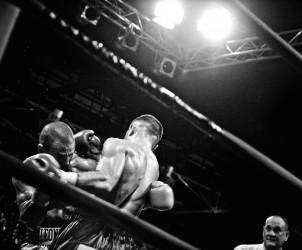9. ITALIA. Firenze, 4 novembre 2011. Mandela Forum, la sera dell'incontro valevole per il titolo europeo dei pesi welter. Leonard Bundu e Daniele Petrucci si affrontano sul ring.