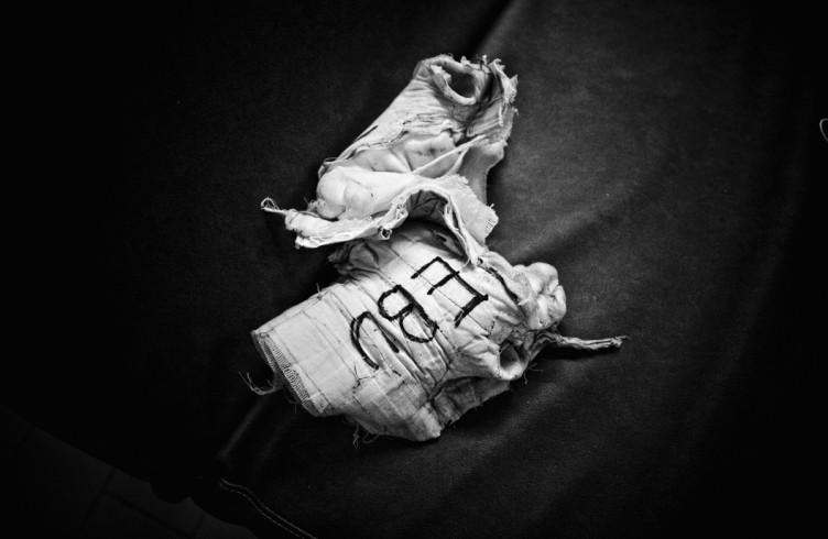 13. ITALIA. Firenze, 4 novembre 2011. Mandela Forum, la sera dell'incontro valevole per il titolo europeo dei pesi welter. Dopo la vittoria, le fasciature delle mani di Leonard Bundu.