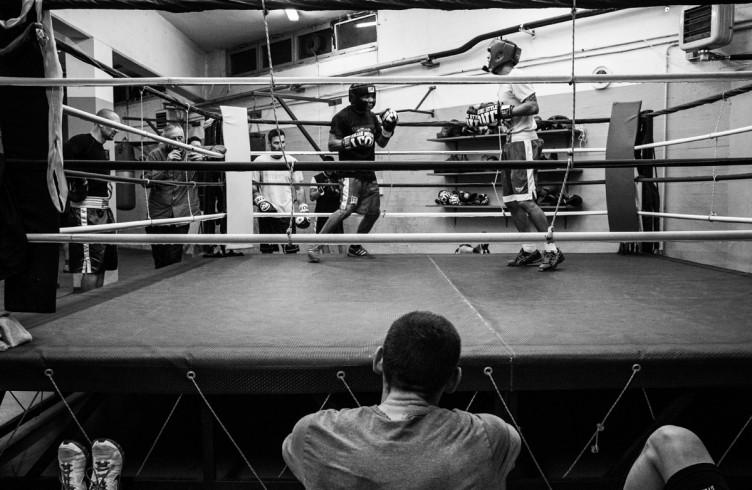 16. ITALIA. Firenze, 2 dicembre 2014. Leonard Bundu durante gli allenamenti per il combattimento di Las Vegas contro Keith Thurman, detentore del titolo mondiale WBA ad interim dei pesi welter (detentore assoluto del titolo Floyd Mayweather).