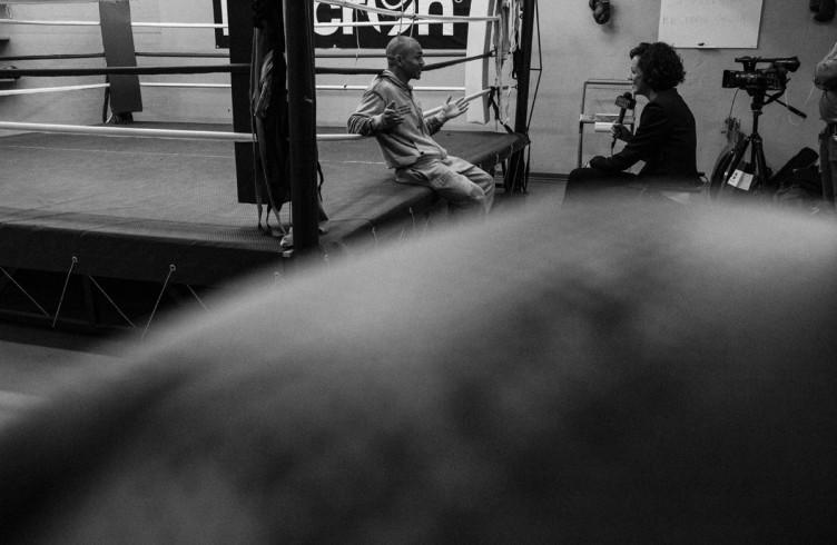 18. ITALIA. Firenze, 2 dicembre 2014. Leonard Bundu intervistato da una televisione locale.
