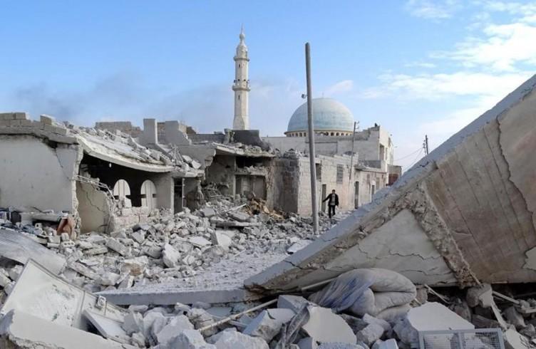 Un'area residenziale di Aleppo completamente rasa al suolo dopo i raid russi