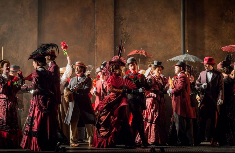 Carmen, Glyndebourne Festival 2015. Glyndebourne Chorus. Photographer: Robert Workman
