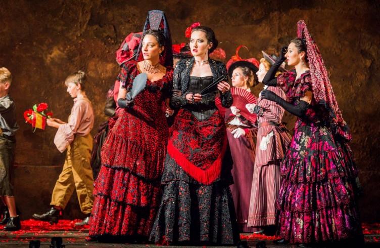 Carmen, Glyndebourne Festival 2015. Mercédès(Rihab Chaieb), Carmen(Stéphanie d'Oustrac) and Frasquita(Eliana Pretorian). Photographer: Robert Workman