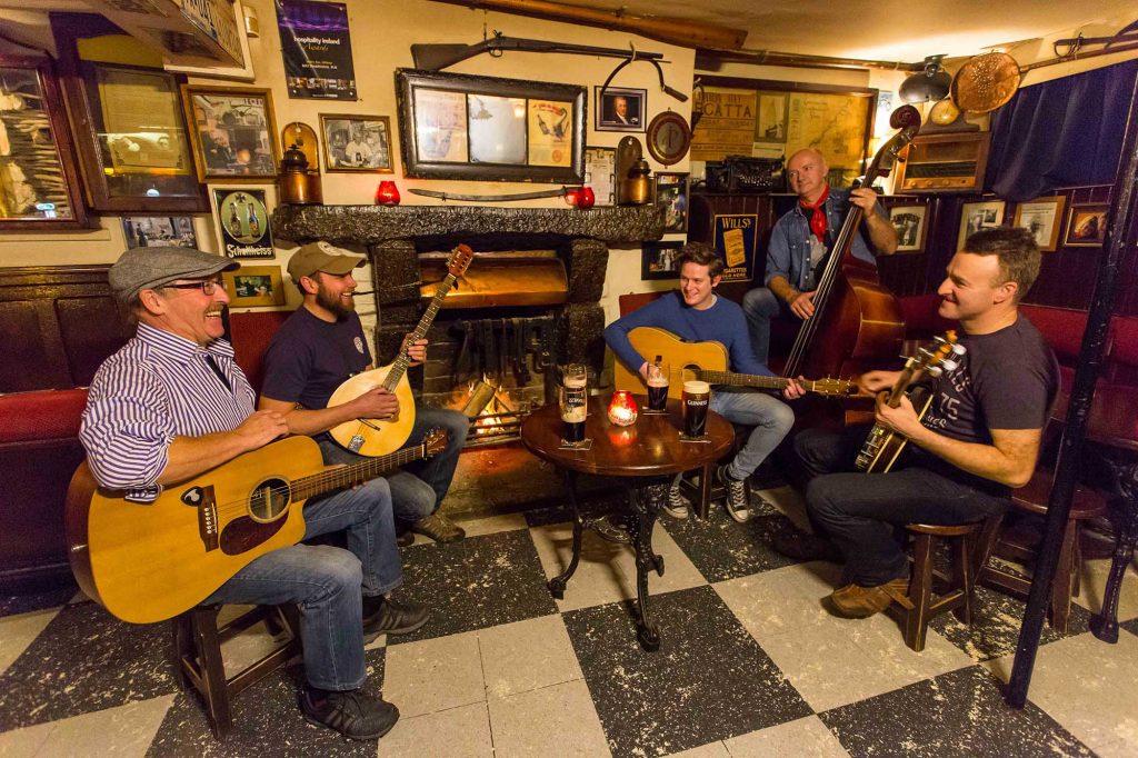 musica dal vivo allo Sean's di Athlone , il pub più' antico del mondo