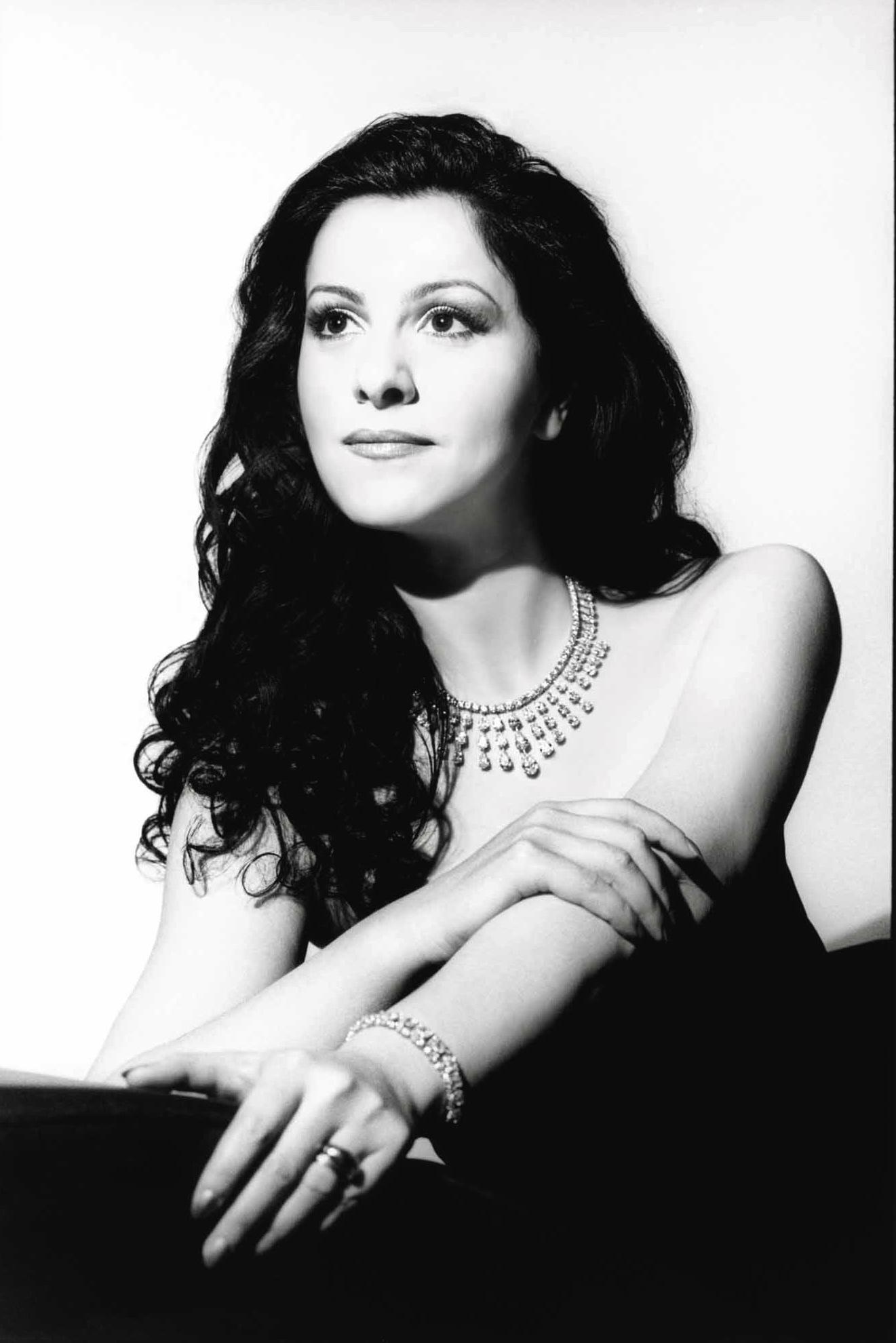 Angela Gheorgiou - Soprano Rumena